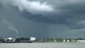 Blitz und Sturm-Wolken, Fraser River Zoom 4K, UHD stock footage