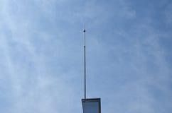 Blitzableiter auf einem Gebäude Lizenzfreie Stockfotografie