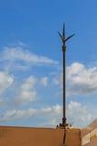 Blitzableiter gegen blauer Himmel-Hintergrund Lizenzfreie Stockbilder