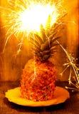Blitzananas mit Feuerwerk Stockfotografie