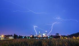 Blitzdonnerbolzen über Charlotte Lizenzfreies Stockfoto