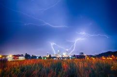 Blitzdonnerbolzen über Charlotte-Skylinen Lizenzfreies Stockbild