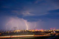 Blitze auf Lublin während ein der Stürme im Jahre 2017 Lizenzfreie Stockbilder