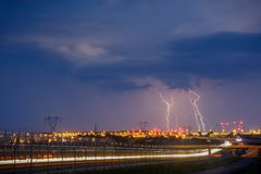 Blitze auf Lublin während ein der Stürme im Jahre 2017 Lizenzfreies Stockfoto