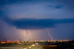 Blitze auf Lublin während ein der Stürme im Jahre 2017 Lizenzfreie Stockfotografie