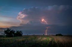 Blitze auf Lublin während ein der Stürme im Jahre 2017 Lizenzfreie Stockfotos