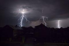 Blitze nachts Stockbild