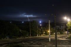 Blitze und mutiger Streik des Donners Stockfotos