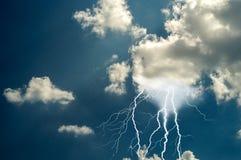 Blitze und mutiger Streik des Donners Lizenzfreie Stockfotografie