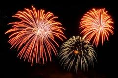 Blitze von Feuerwerken der roten und goldenen Farbe Lizenzfreies Stockbild