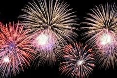 Blitze von Feuerwerken der unterschiedlichen Farbe Lizenzfreies Stockfoto