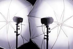 Blitzen mit zwei monoblock Blitzen Stockfoto