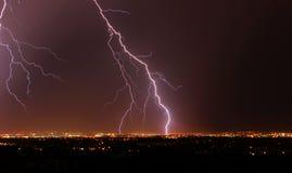 Blitznacht in der Stadt Edmonton Lizenzfreies Stockfoto