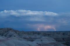 Blitzschläge der Horizont über einer unheimlichen Landschaft im Ödland-Nationalpark Lizenzfreies Stockbild