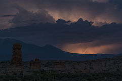 Blitzschlag über La-Salz-Bergen Lizenzfreie Stockfotografie