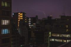 Blitzschlag auf einem Turm in Osaka Stockfoto
