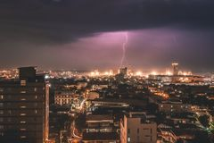 Blitzschlag in Cebu-Stadt, Philippinen Lizenzfreie Stockbilder