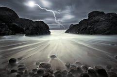 Blitzschlag an der Kynance Bucht Stockbild