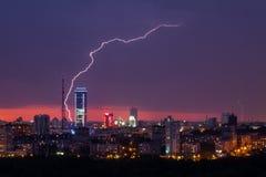 Blitzsturm über Stadt Lizenzfreie Stockfotografie