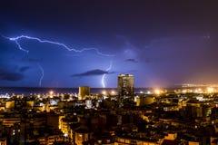 Blixt och åska under en åskväder, en natt i Alicante Royaltyfria Bilder