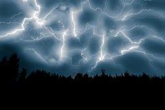 Blixtslag på himmel Arkivbild