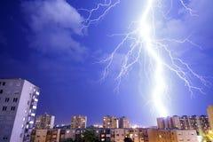 Blixtslag - storm och åskväder fotografering för bildbyråer
