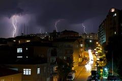 Blixtstorm på Istanbul, Turkiet Arkivbild