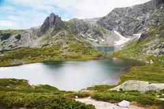 Bliznaka sjön, sju Rila sjöar parkerar, Bulgarien Arkivfoto