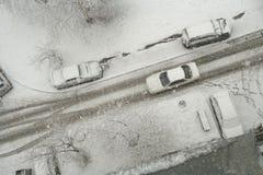 Blizzard auf einer Stadtstraße Stockfoto