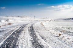 Blizzard durch eine gefrorene Straße Stockfoto