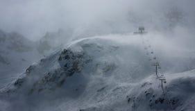 Blizzard im österreichischen Skiort Lizenzfreie Stockfotografie