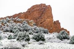 Blizzard no jardim das montanhas rochosas de Colorado Springs dos deuses durante o inverno coberto na neve fotos de stock