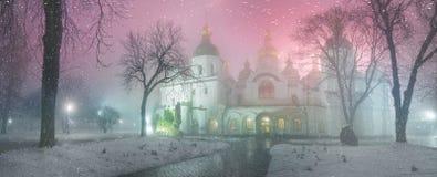 Blizzard und Regen eingeschlagenes Kiew Stockfoto