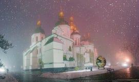 Blizzard und Regen eingeschlagenes Kiew Stockbild