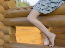 Bloße Füße des Mädchens. Stockbild