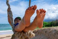 Bloße Füße im Himmel stockfotos