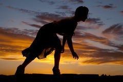 Bloße Rockbiegung der Schattenbildfrau Lizenzfreie Stockfotos