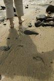 Bloßer Fuß auf Strand Lizenzfreies Stockfoto