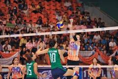 Bloc absent dans le chaleng de joueurs de volleyball Photos stock