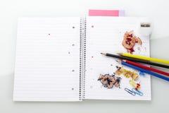 Bloc avec des crayons Photo stock