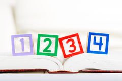 Bloc d'alphabet avec 1234 Photo stock