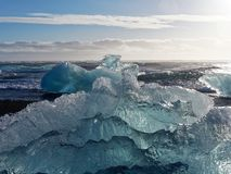 Bloc de glace sur la plage photographie stock libre de droits