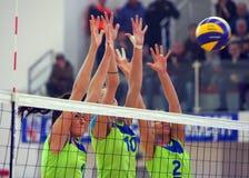 Bloc de volleyball de femmes Photographie stock libre de droits
