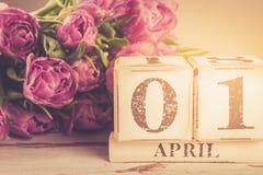 Bloc en bois avec la date du jour d'imbéciles, le 1er avril Image stock