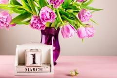 Bloc en bois avec la date, le 1er mars Photographie stock