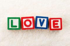 Bloc en bois de jouet d'amour Images stock