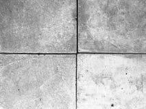 Bloc gris de ciment d'alignement en pierre de passage couvert sur le plancher images stock