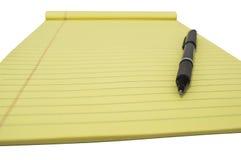 Bloc jaune avec le stylo 3 Photos libres de droits