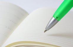 Bloc-notes avec le crayon lecteur Photo libre de droits