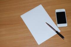 Bloc-notes avec le stylo Photos libres de droits